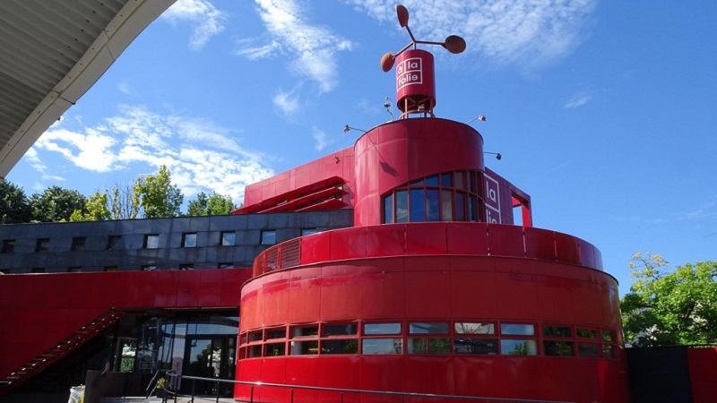 Photo of one of the follies at Parc de la Villette.