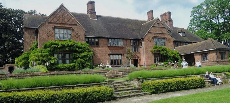 Photo of Goddards House and Garden exterior.