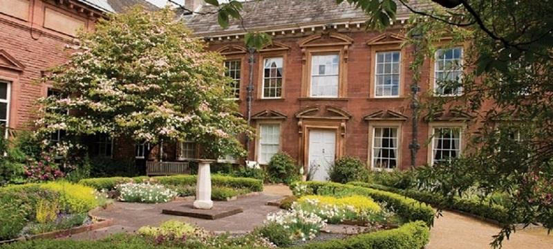 Photo of Tullie House.
