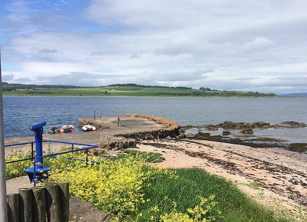 Photo of Kilchattan Bay.