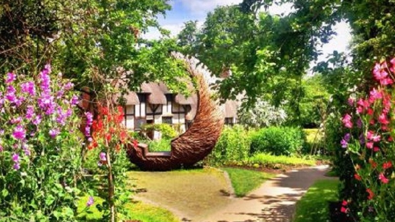Photo of Anne Hathaway's cottage.