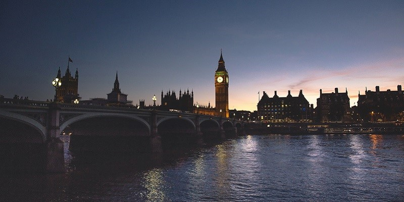 Photo of Westminster Bridge at night.